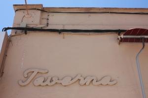 Detalle de la fachada del bar Bara, en Son Ferriol.